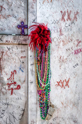 beads tomb voodoo queen