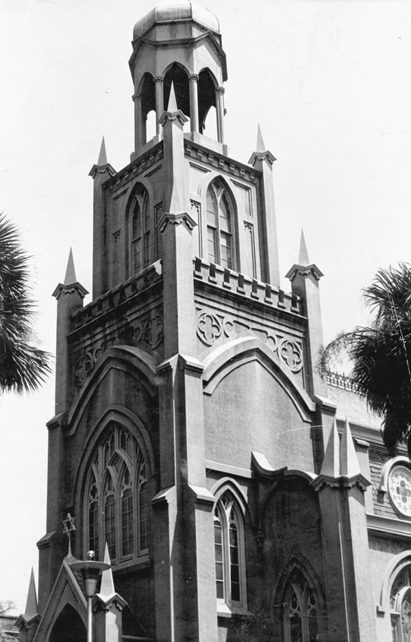The exterior of Mickve Israel Synagogue. Reprinted from The Jewish Community of Savannah by Valerie Frey and Kaye Kole (pg.29, Arcadia Publishing, 2002).